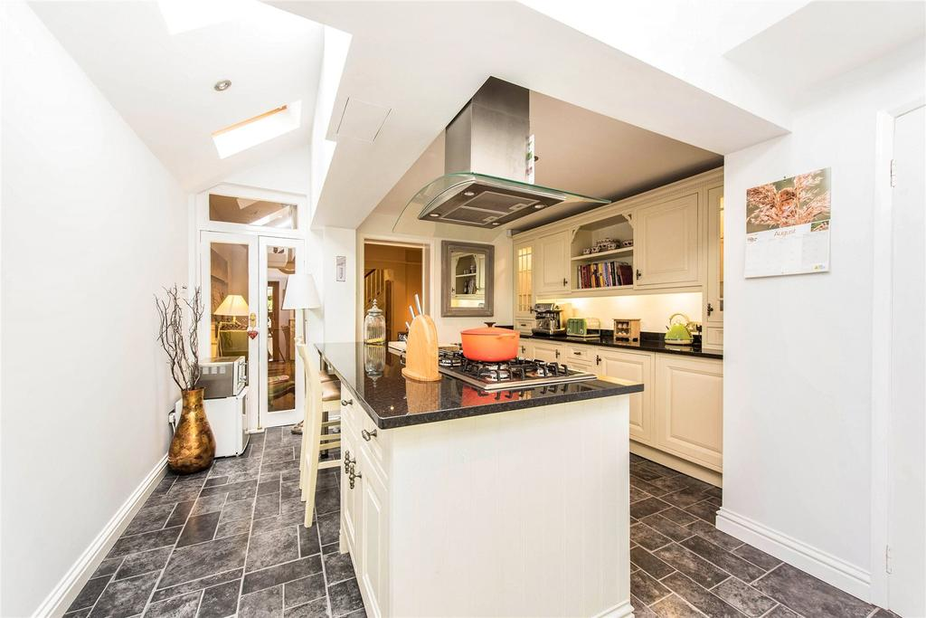 3 Bedrooms Semi Detached House for sale in Markenfield Road, Guildford, Surrey