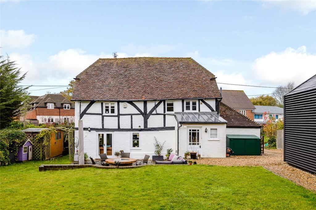 3 Bedrooms Detached House for sale in Milkingpen Lane, Old Basing, Basingstoke, Hampshire, RG24