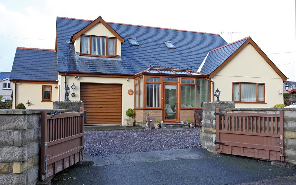 4 Bedrooms Detached Bungalow for sale in Pentre Berw, Gaerwen, North Wales