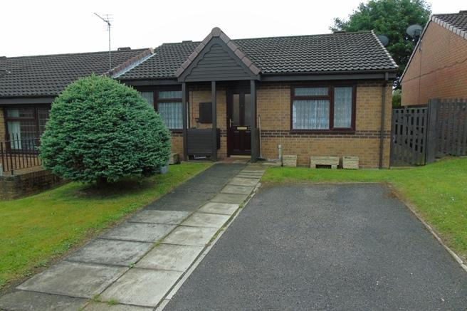 2 Bedrooms Semi Detached Bungalow for sale in 22 Rockingham Close, Birdwell, Barnsley, S70 5XG