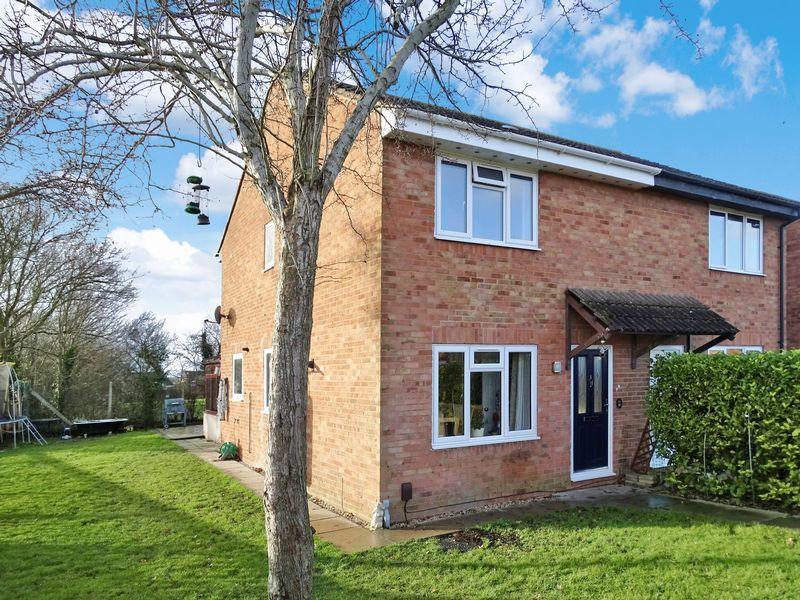 3 Bedrooms Semi Detached House for sale in Pennine Close, Melksham