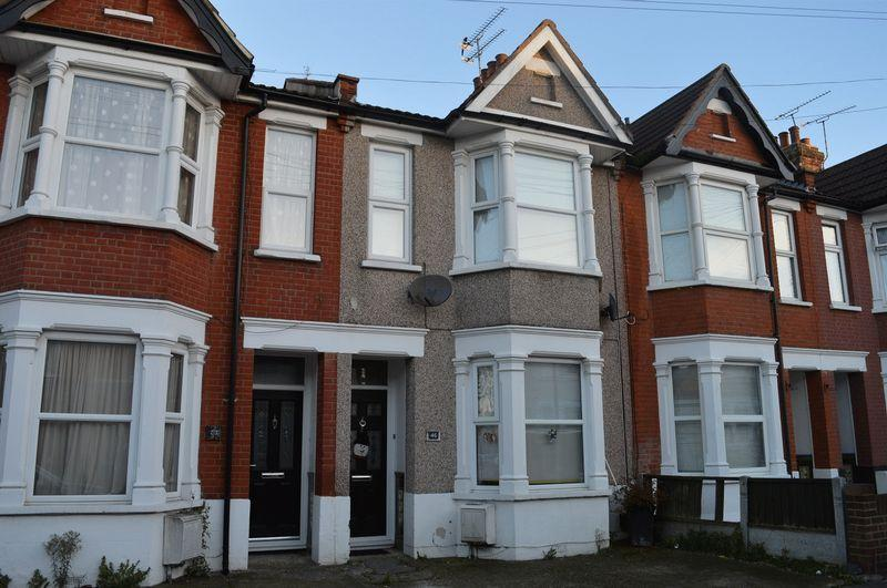 2 Bedrooms Terraced House for rent in The Grove, Southend-On-Sea