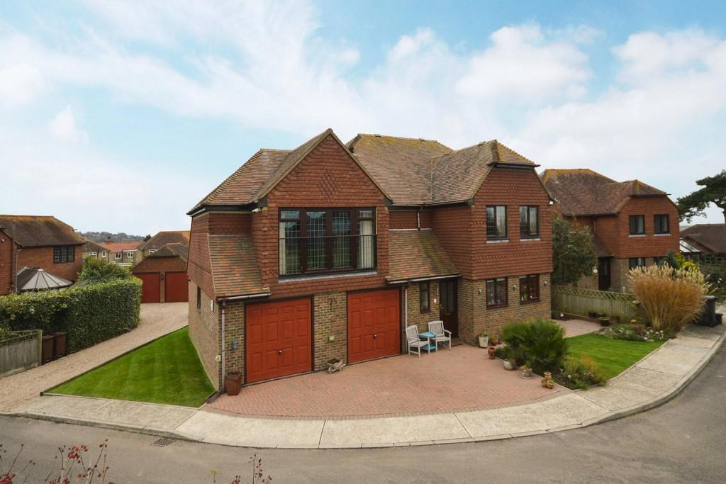 4 Bedrooms Detached House for sale in Oast House Drive, Rye, East Sussex TN31 6BP