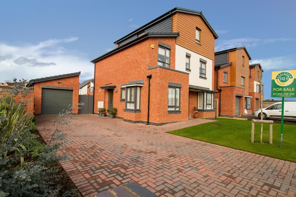 4 Bedrooms Detached House for sale in Orion Way , Balby , Doncaster