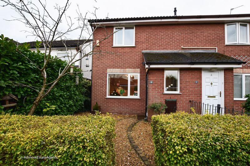 3 Bedrooms Semi Detached House for sale in Dunlin Walk, Altrincham