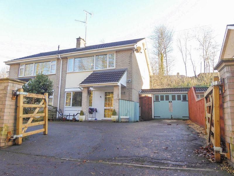 3 Bedrooms Semi Detached House for sale in Coombe Lane, Shepton Mallet