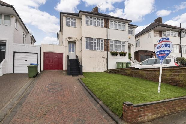 3 Bedrooms Semi Detached House for sale in Brownspring Drive, Eltham, SE9
