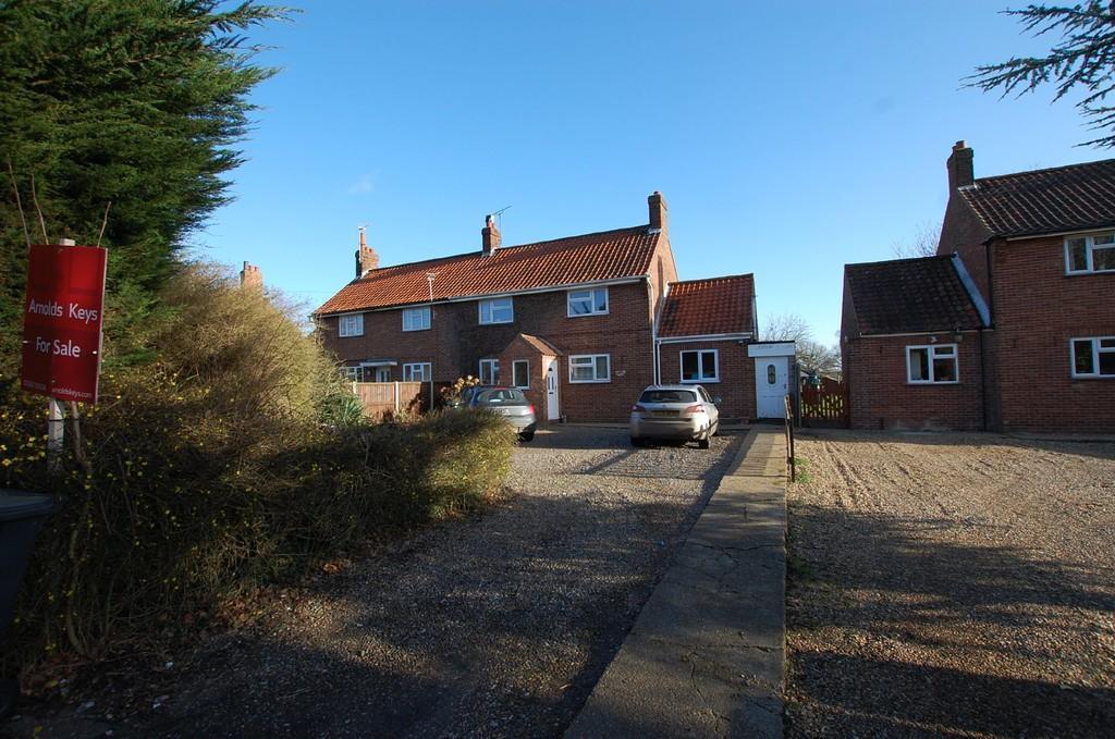 3 Bedrooms Semi Detached House for sale in Chapelfields, Cromer Road