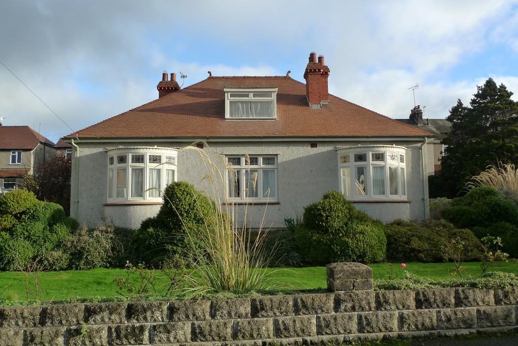 3 Bedrooms Detached Bungalow for sale in Glyn Y Marl Road, Llandudno Junction