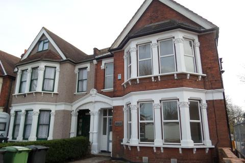 3 bedroom flat to rent - Penerley Road, London