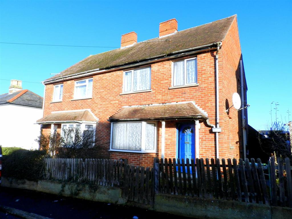 3 Bedrooms Semi Detached House for sale in Harding Road, Ryde