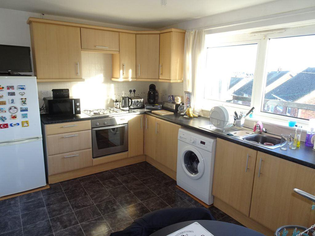 2 Bedrooms Flat for rent in Roughwood Road, Kimberworth Park, Rotherham, S61 4