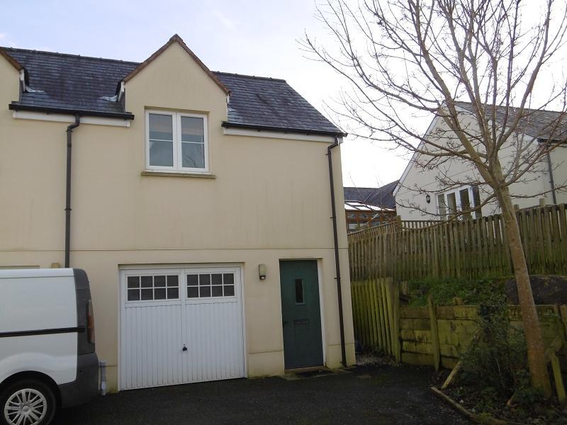 2 Bedrooms Apartment Flat for sale in 6 Parc Pencrug , Llandeilo, Carmarthenshire.