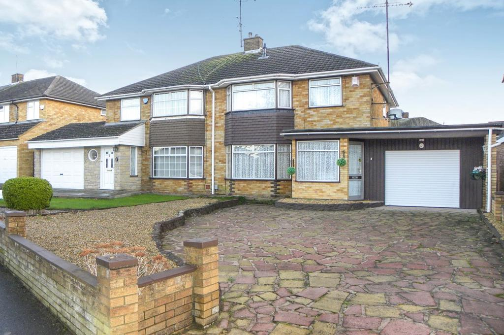 3 Bedrooms Semi Detached House for sale in Holliwick Road, Dunstable