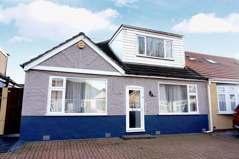 4 Bedrooms Semi Detached Bungalow for sale in Woodlands Avenue, Sidcup