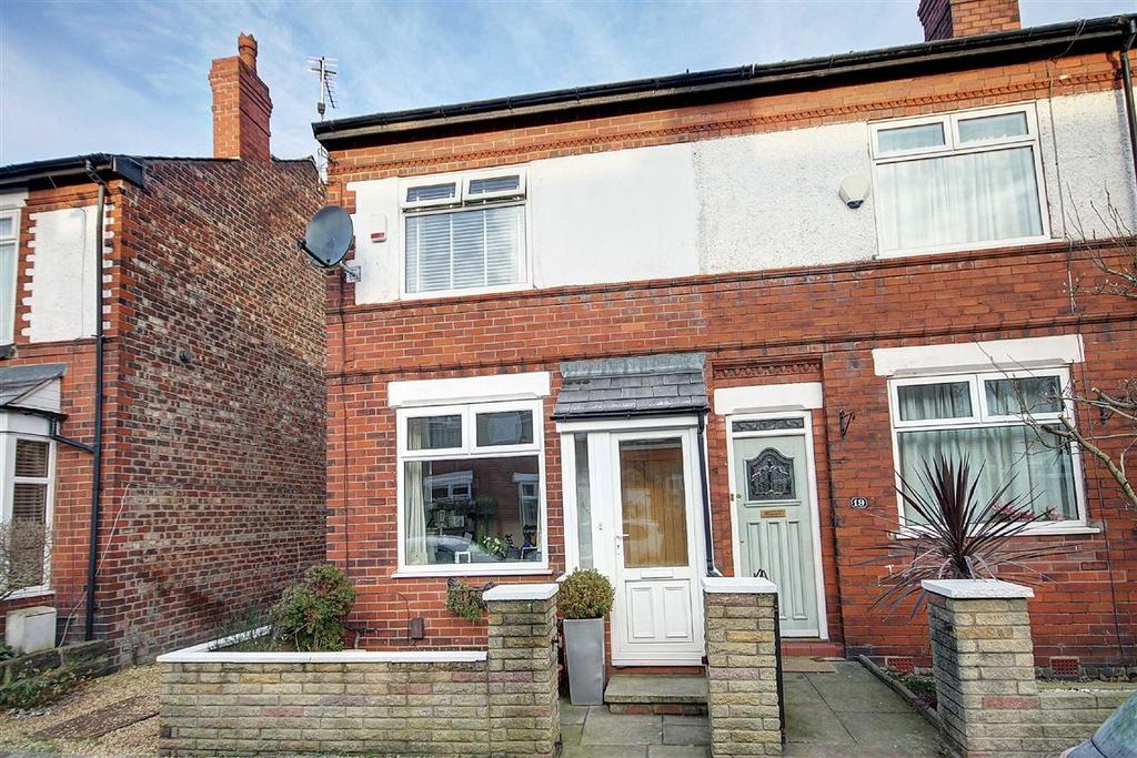 2 Bedrooms End Of Terrace House for sale in St Andrews Avenue, Timperley, Cheshire