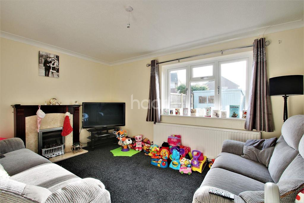 3 Bedrooms Semi Detached House for sale in Clacton-on-sea