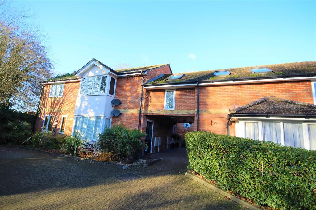 2 Bedrooms Maisonette Flat for sale in Butchers Row, Twyford, Reading