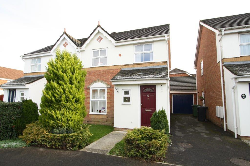 3 Bedrooms Semi Detached House for rent in Adams Close, Grange Park SO30