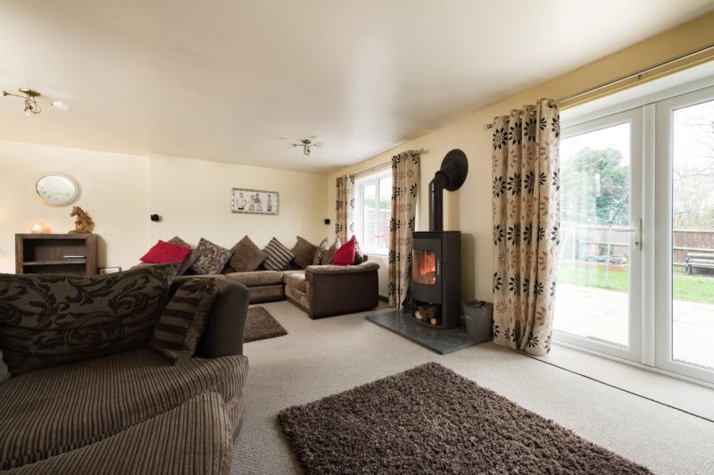 4 Bedrooms Semi Detached House for sale in Poplar Close, Garsington, Oxford