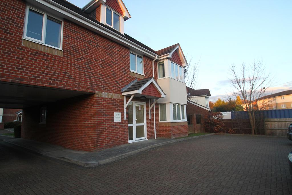 2 Bedrooms Ground Flat for rent in Benjamin Court, Station Road, Netley Abbey, Southampton SO31