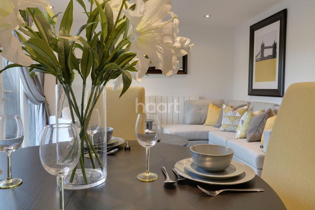 1 Bedroom Detached House for sale in Shalford, Guildford, Surrey