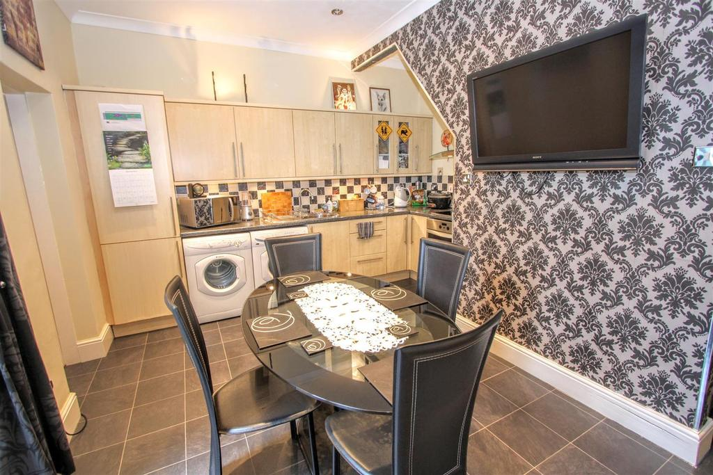 2 Bedrooms Terraced House for sale in Lewes Road, Darlington