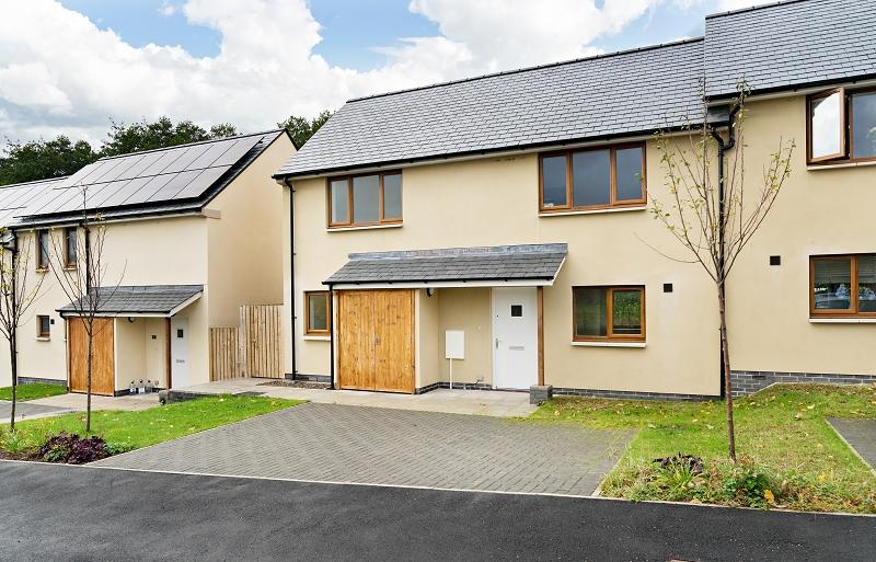3 Bedrooms Semi Detached House for sale in 16 St. Peters Close, Llanbedr, Crickhowell, Powys.