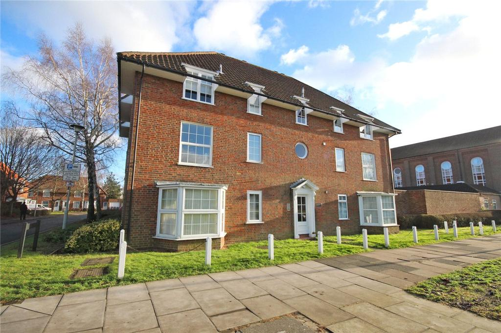 Studio Flat for sale in The Cloisters, Welwyn Garden City, Hertfordshire