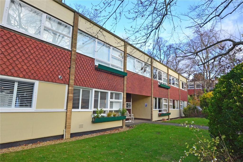 3 Bedrooms Flat for sale in The Priory, Priory Park, Blackheath, London, SE3
