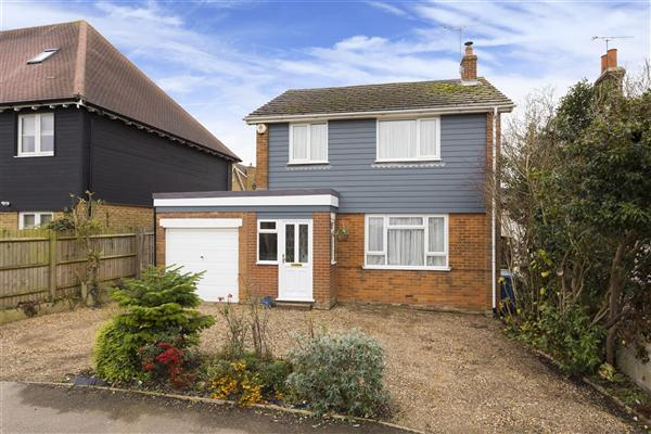 3 Bedrooms Detached House for sale in The Street, Boughton-under-Blean