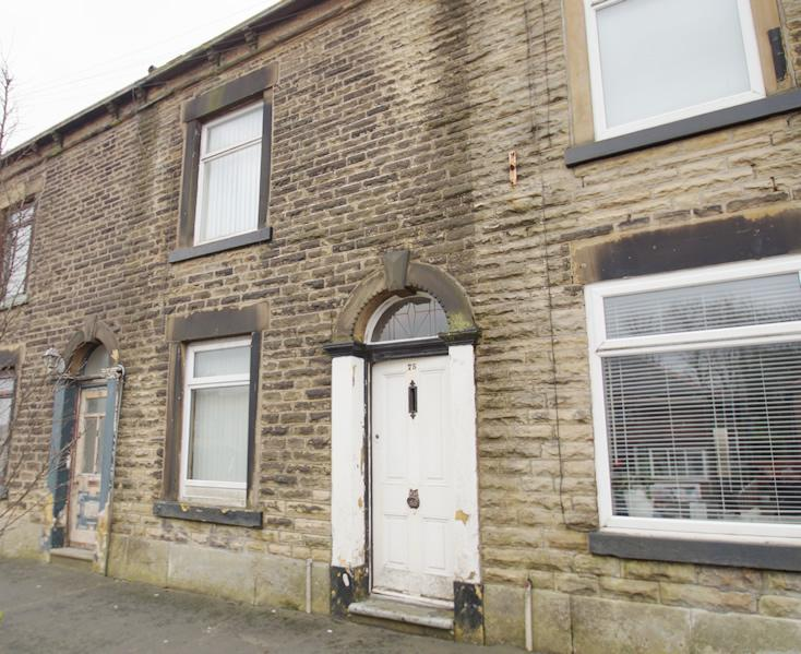2 Bedrooms Terraced House for sale in Oldham Road OL4