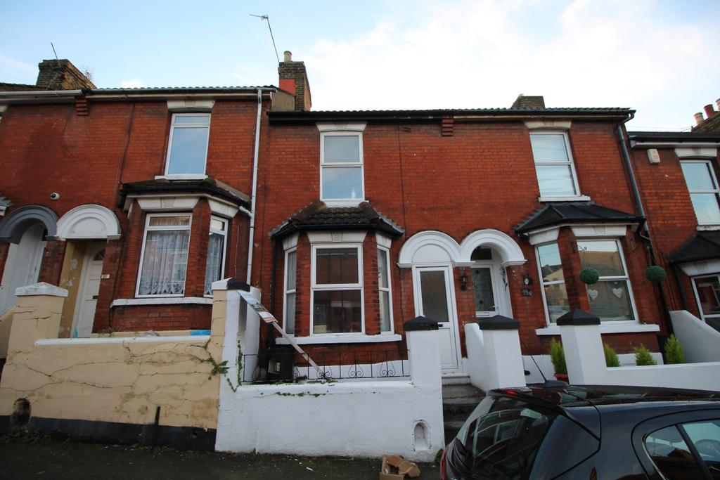 2 Bedrooms Terraced House for sale in Curzon Road Chatham ME4