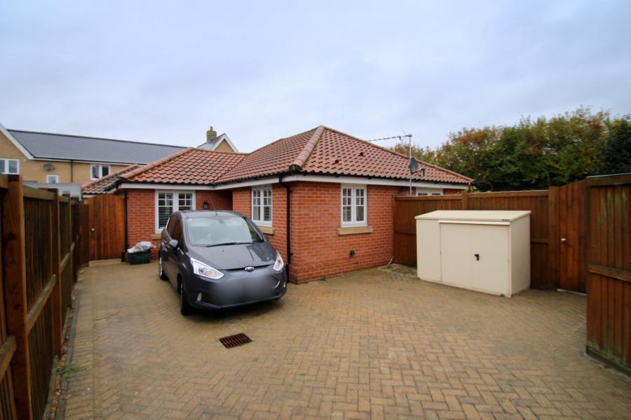 2 Bedrooms Detached Bungalow for sale in Great Horkesley, North of Colchester