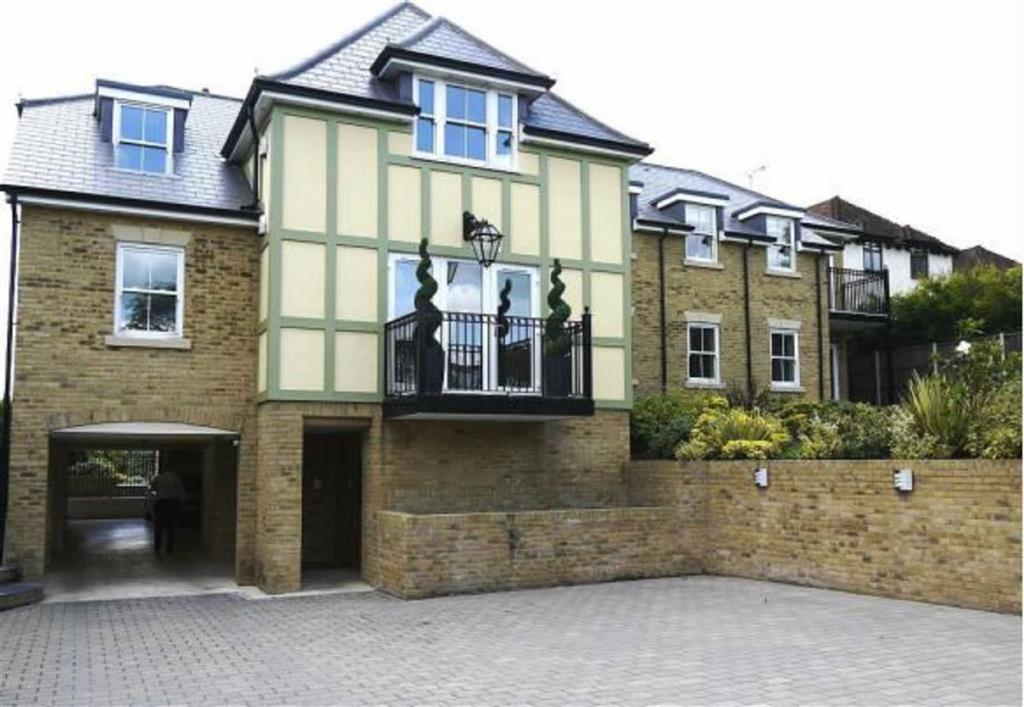 2 Bedrooms Flat for sale in Broadfield House, Noak Hill Road, Billericay