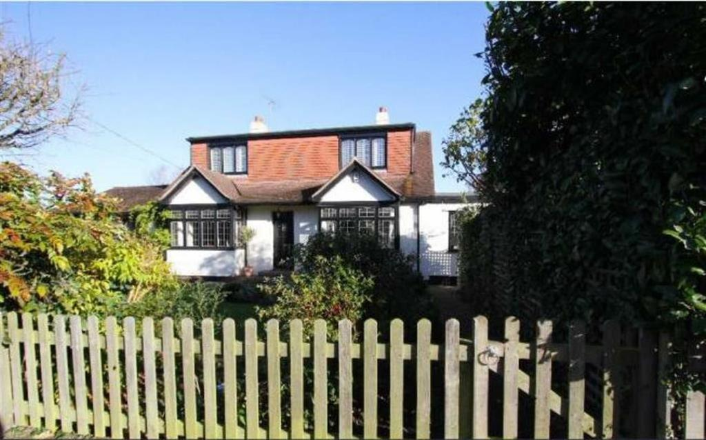 4 Bedrooms Detached House for sale in Little Norsey Road, Billericay