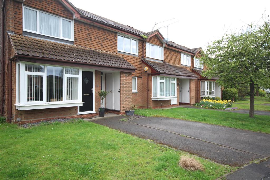 2 Bedrooms Maisonette Flat for rent in Shackleton Way, Woodley, Reading