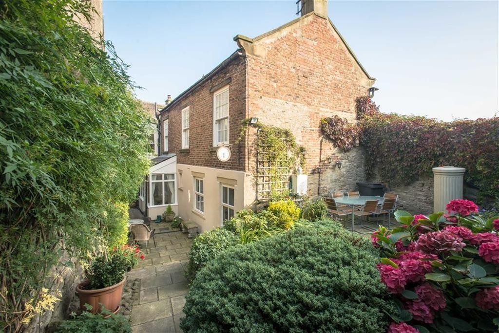 2 Bedrooms Unique Property for sale in Castle Hill, Middleham, Leyburn