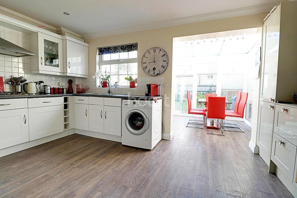 3 Bedrooms Terraced House for sale in Sandringham Drive, Bexley Park, DA2