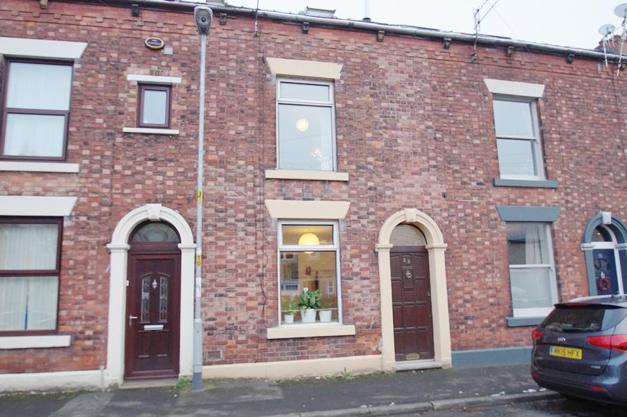 2 Bedrooms Terraced House for sale in Wellington Road OL3