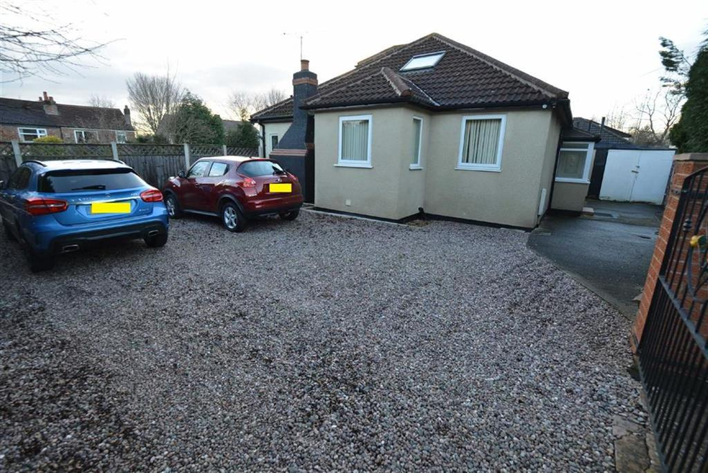 3 Bedrooms Bungalow for sale in Westwood Avenue, URMSTON, Manchester