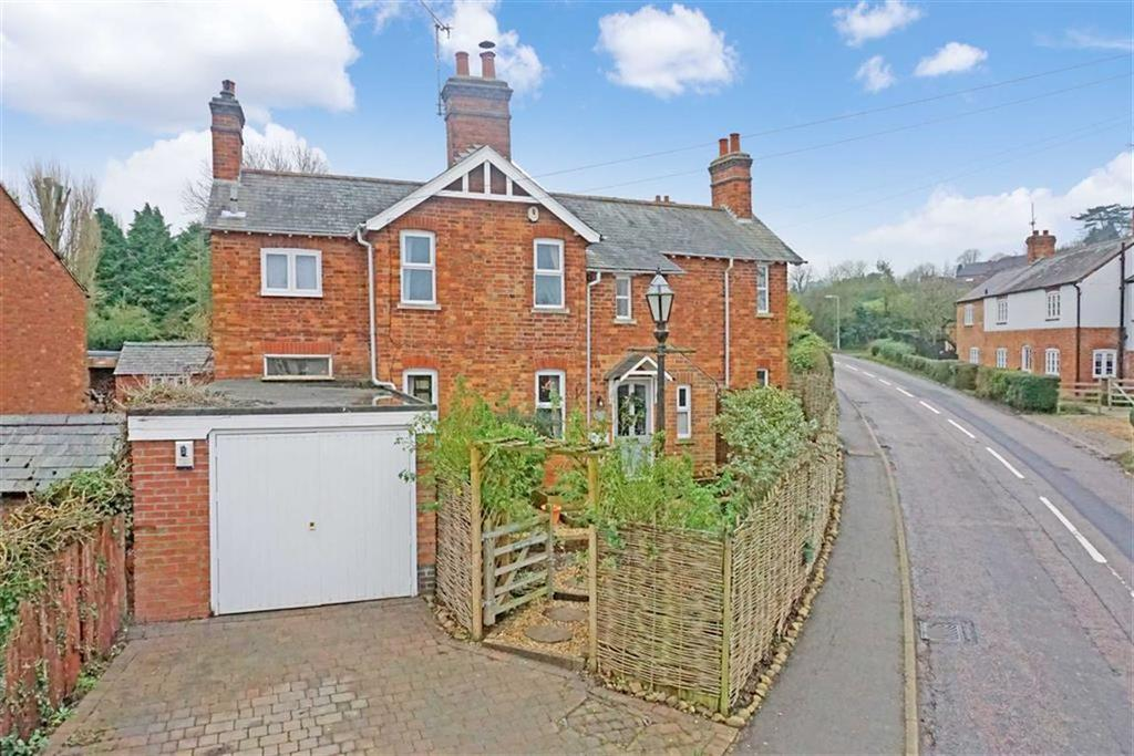 3 Bedrooms Detached House for sale in Main Street, East Farndon, Market Harborough