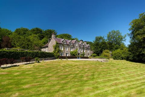 9 bedroom property with land for sale - Ponthirwaun