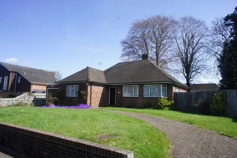 3 bedroom bungalow for sale - St Peters Avenue, Caversham Heights