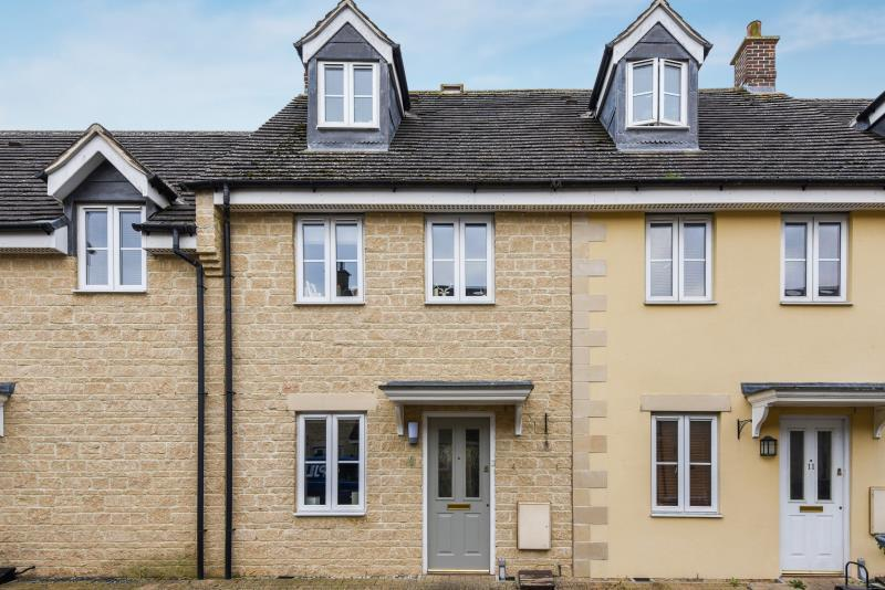 3 Bedrooms Terraced House for sale in The Oaks, Carterton, Oxon
