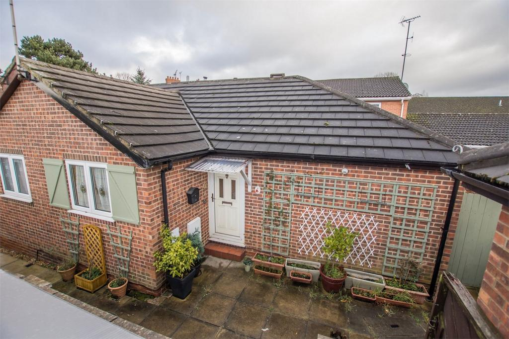 2 Bedrooms Semi Detached Bungalow for sale in Trenfield Court, YORK