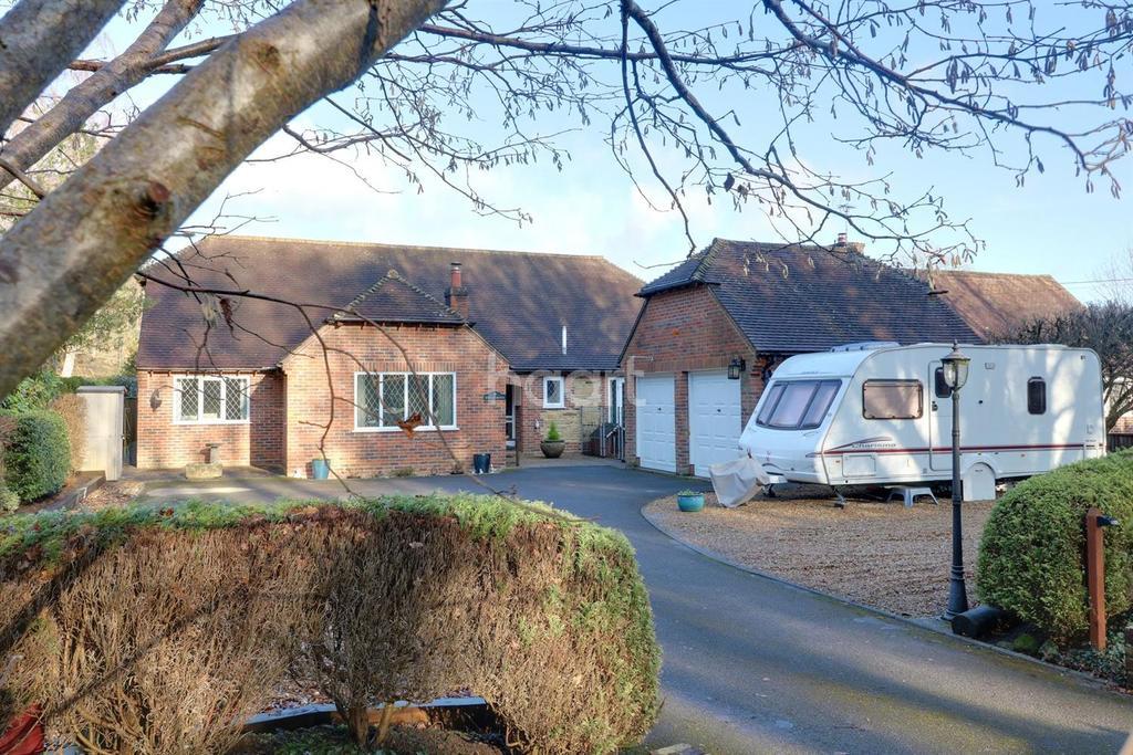 4 Bedrooms Bungalow for sale in School Lane, Stedham, Midhurst