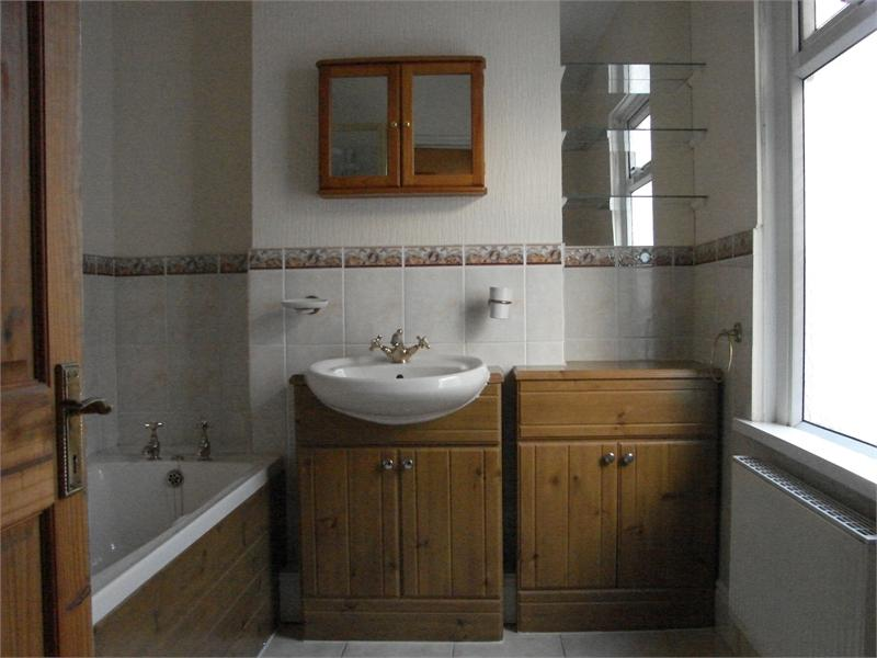2 Bedrooms Terraced House for sale in Hoskins Street, Shaftesbury, Newport, Gwent. NP20 5LA
