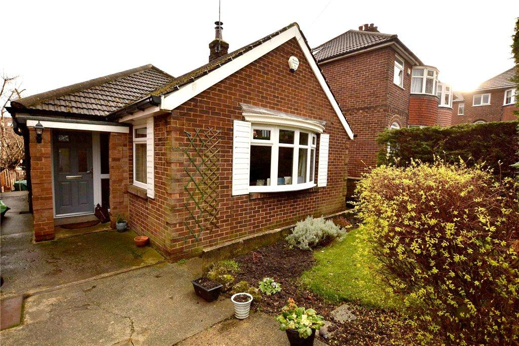 2 Bedrooms Detached Bungalow for sale in Woodlands Park Grove, Pudsey, West Yorkshire