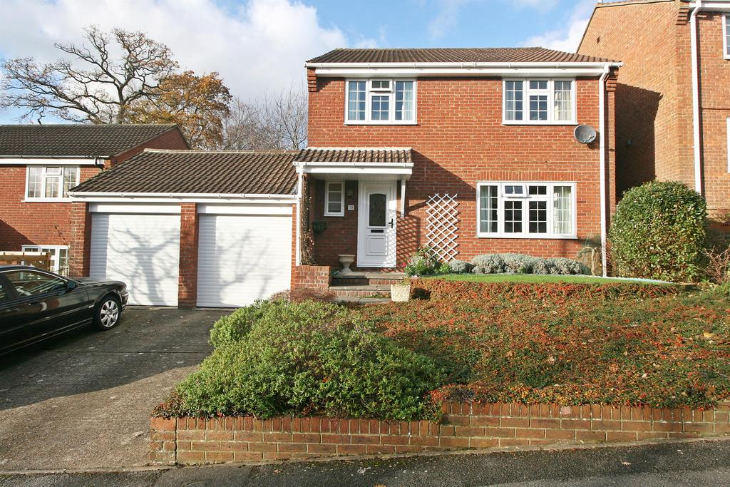 4 Bedrooms Detached House for sale in Abbeyfields Close, Netley Abbey, Southampton, SO31 5GR